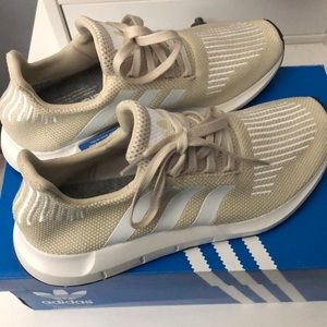 NEW Adidas Tan Swift Run Sneakers
